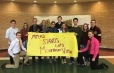 Maple Mountain students show support for Mountain View